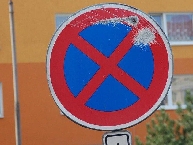 Vandaly poničené značky v Přerově