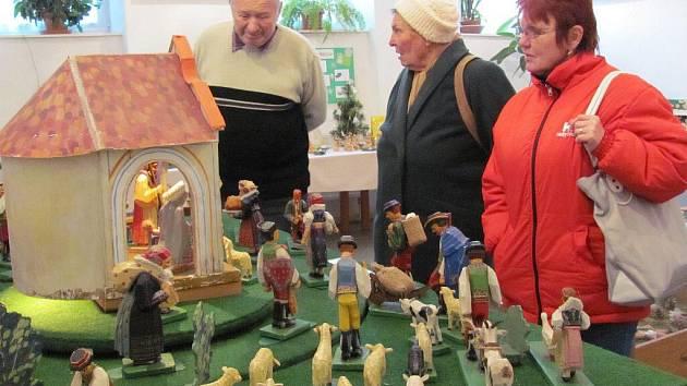 Na osmapadesát betlémů – od vyřezávaných až po keramické a papírové – si můžou prohlédnout návštěvníci, kteří zavítají na výstavu v prostorách galerie MIC na Masarykově náměstí v Kojetíně