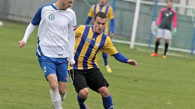 Fotbalisté Kozlovic (v pruhovaném) proti Polné