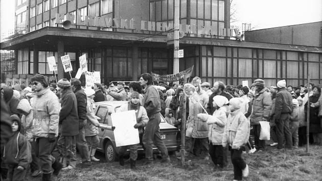 Ekologické pochody, které se konaly v Přerově po sametové revoluci, se zaměřily na dodržování hlukových norem na letišti, ale i znečištění ovzduší chemičkou a teplárnou.