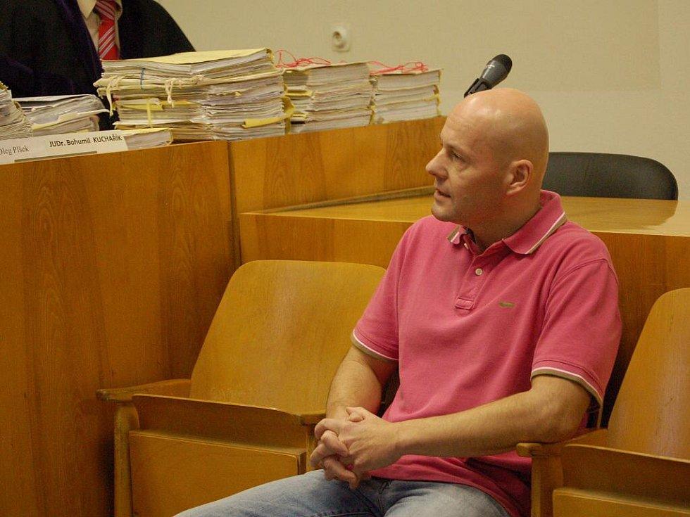 Ze soudního líčení se zlínským podnikatelem Romanem Vaškůjem a jeho známým Petrem Šmiřákem