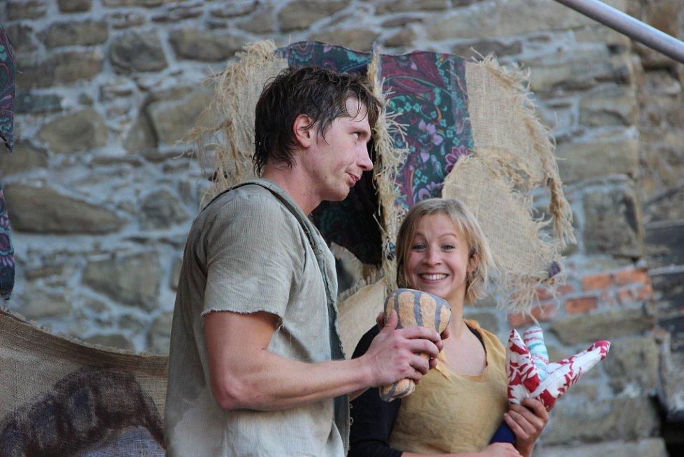 Umění žonglérů, ale také kejklířské kousky nebo pohádku v podání herců Divadla Tramtárie mohli zhlédnout návštěvníci, kteří zavítali v sobotu odpoledne na hrad Helfštýn.