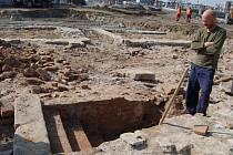 Přerovští archeologové narazili poblíž Tyršova mostu na vápenickou pec, ve které se zřejmě v období Pernštejnů pálilo vápno. Hned v sousedství byla nalezena hrnčířská pec s obezdívkou z gotických cihel. V zásypu pece byly nalezeny zlomky kachlů z přelomu