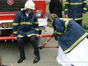 Pravá hasičská svatba v Oseku nad Bečvou