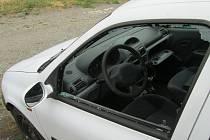 Do tří osobních aut v Lipníku nad Bečvou vloupal šestatřicetiletý muž z Ostravy