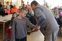 Do Petrova cechu přijali ve středu 24. února přerovští rybáři 30 dětí.