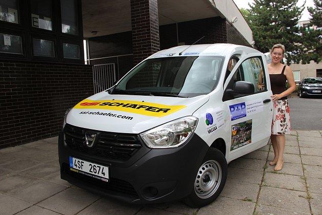 Nové auto pro domácí hospicovou péči se podařilo získat díky finančním příspěvkům firem a obcí přerovské oblastní charitě.