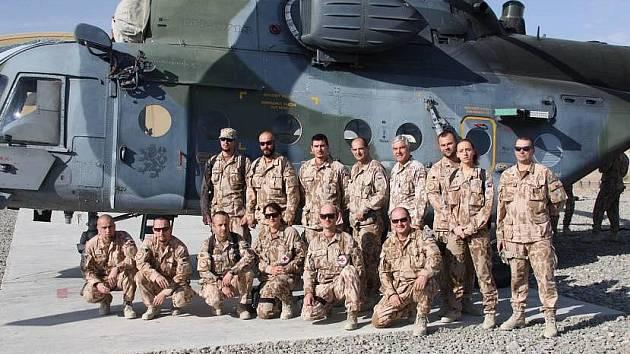 """Sedmá vrtulníková jednotka z přerovské základny, která je poslední na misi ISAF, si na základně Šarana v Afghánistánu """"balí kufry"""""""