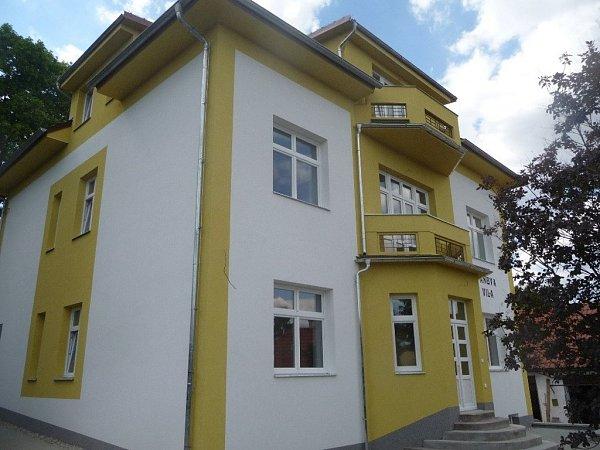 Rodina Váňova se rozhodla zrekonstruovat rodinnou vilu a poskytnout ji jako bydlení lidem, kteří zjakýchkoliv důvodů hledají domov ve Skaličce.