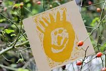 Děti z dětských domovů v Hranicích a ve Zlíně tvořily na Rožnovsku zvláštní pohlednice