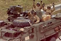 Konvoj americké armády projíždí po D1 kolem Hranic