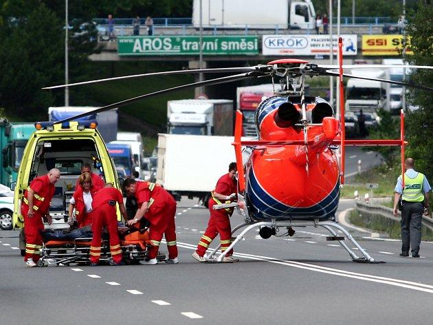 Osobní auto srazilo muže začátkem července, který přebíhal čtyřproudou silnici mezi sídlištěm Hromůvka a Kauflandem.