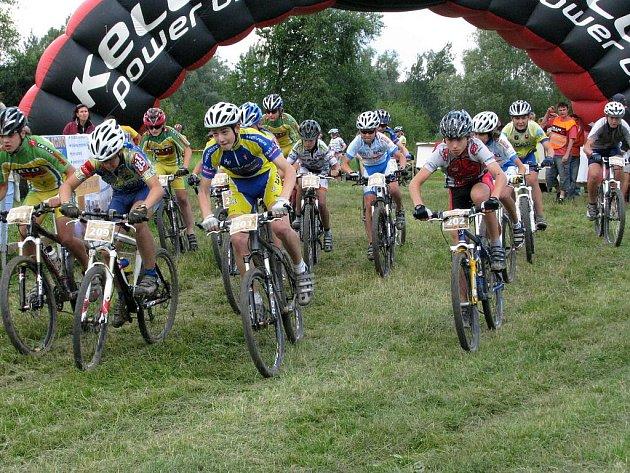 Na startovní čáru se i v posledním díle jedenáctidílného seriálu Valašského poháru postavili vedle profesionálních cyklistů také sváteční jezdci.
