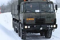 Vojáci z 143. zásobovacího praporu Lipník nad Bečvou se za volantem TATRY T-815 a Landroveru 110 připravovalo na krizové situace vnáročném terénu a za ztížených klimatických podmínek.