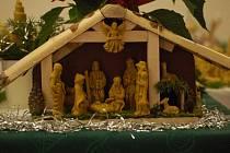 Betlém z vosku, březového dřeva a mechu předvedli na vánoční výstavě v Beňově včelaři z Dřevohostic