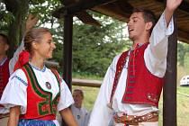 Na pódiu se střídaly folklorní soubory – Liptál z Valašska a Hanák z Troubek.