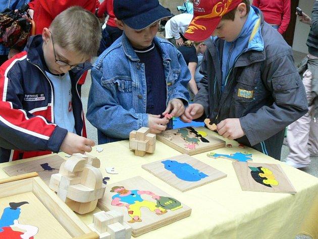 Mladí dřevaři lákali do říše hraček.