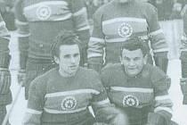 Hráči Spartaku Meopta v sezoně 1954 - 1955. Josef Polívka stojící vpravo nahoře.