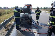 Požár vozu zlikvidovali hasiči během půl hodiny.