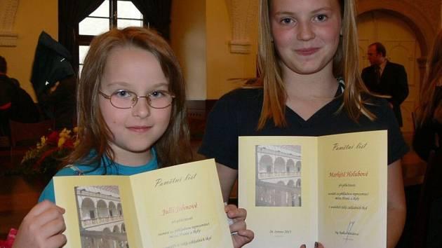 Úspěšní žáci hranických základních škol si převzali zasloužené odměny. Foto: