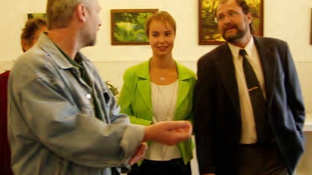 Romana Morocze doprovázela na slavnostní vernisáži jeho manželka.