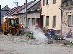 Oprava chodníků a vozovek v těchto dnech panuje v ulicích Hanusíkova, Čsl. legií a Dudíkova.