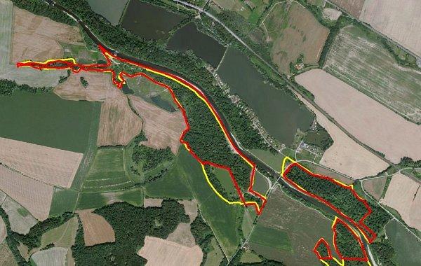 Přírodní památka vHustopečích nad Bečvou vlokalitě Štěrkáč. Zákres území (červeně je zaznačena hranice přírodní památky, žlutě pak hranice EVL)