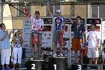 Václav Klakurka (uprostřed) se stal mistrem republiky v terénním triatlonu v kategorii age group M2.