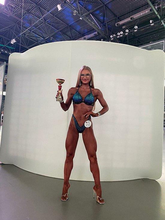 Dvacetiletá Anna Zdražilová je mistryní republiky v bikiny fitness.