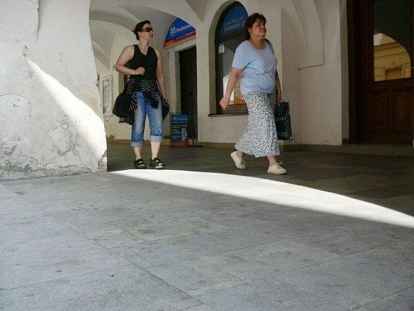 Stížnosti kvůli čištění veřejných prostor míří na Židovské schody ihorní podloubí