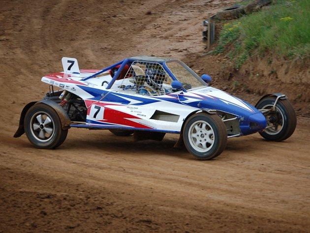 Autocross má v Přerově hodně příznivců.