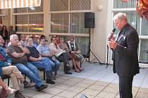 Nejeden návštěvník sobotního Dne srdce v Teplicích nad Bečvou nedočkavě čekal na vzácného hosta, jímž byl zpěvák Láďa Kerndl.