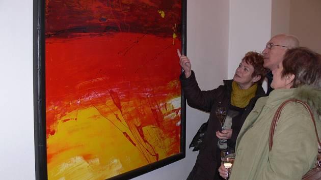 Výstava obrazů Štěpána Mleczka s názvem Mezi nebem a zemí v galerii Severní křídlo zámku v Hranicích
