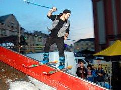 Hranické náměstí patřilo v říjnu lyžařům a snowboardistům