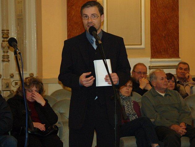 Přerovský zastupitel Richard Šlechta (SpP) kritizoval radního Čermáka, že vlastní dům, v němž je bar s hernou.