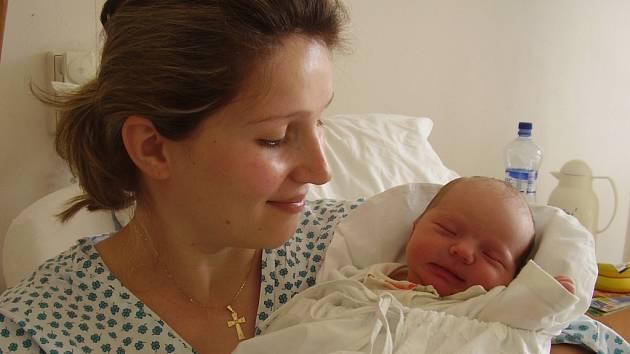 Pavlína Čtvrtníčková, Tučín, dcera Ela Čtvrtníčková, narozena 12. dubna 2008 v Přerově, váha: 3,17 kg