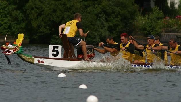 Mužská posádka nenavázala na skvělé výkony z Brna. Na dvousetmetrové trati získala bronzové medaile a na vytrvalostní dvoukilometrové vzdálenosti zopakovala třetí místo.