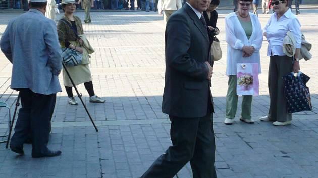 Je to prezident Putin? Nebyl to on, ale i tak vypadá současná Moskva a po padesáti dnech cesty také faktický konec expedice Friendship Highway.  Do hlavního města Ruska se Hanáci zase přesunuli po železnici.