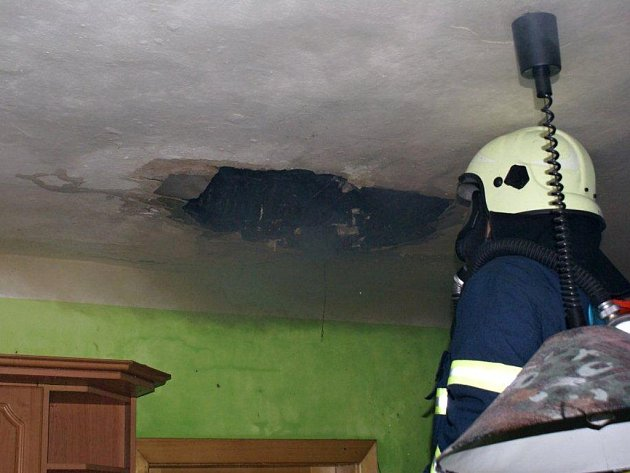 Požár sazí v komíně v rodinném domě v Kyžlířově na Hranicku napáchal škodu 150 tisíc korun