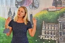 Výstava Emma a Barbora Srncovy – Cesta ke štěstí v Galerii Severní křídlo zámku v Hranicích.