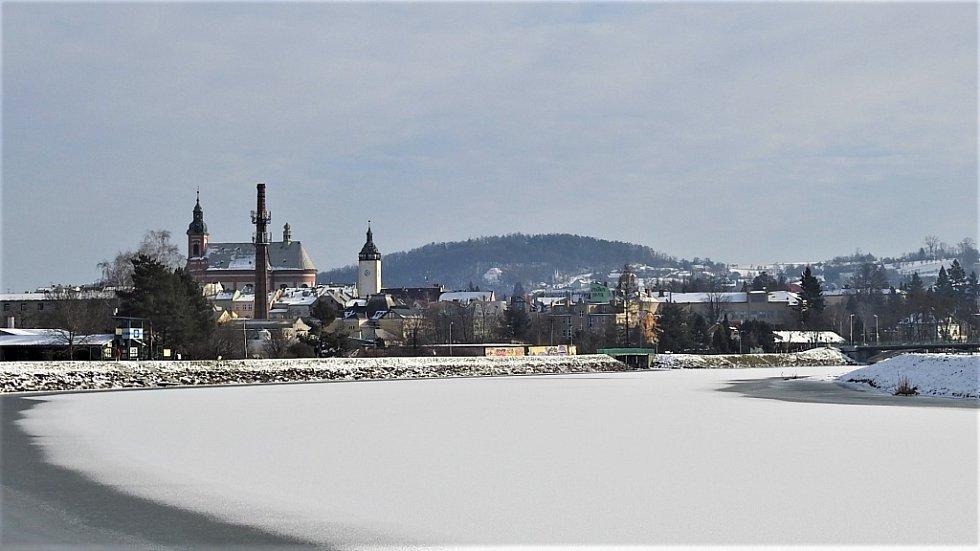 Zimní Hranice ve středu 20. ledna - Bečva u loděnice.