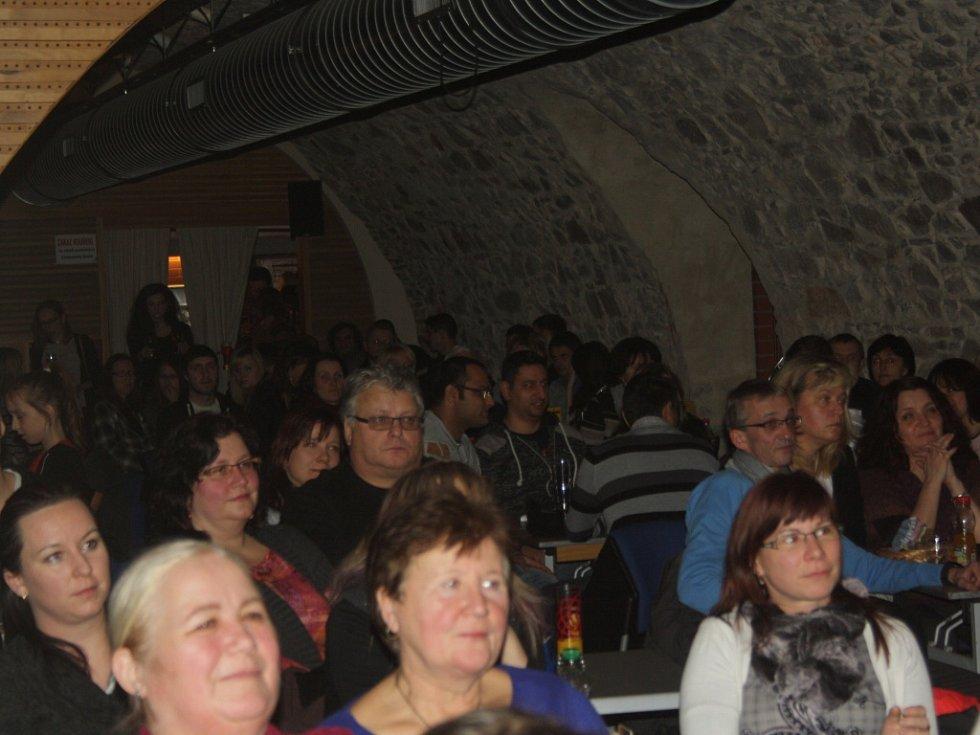 Koncert dua LiThr a písničkáře Víti Vrbky v Zámeckém klubu v Hranicích.