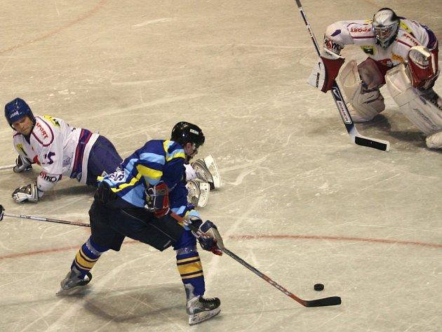Přerovští Zubři v posledním kole první poloviny základní části remizovali s Bobry z Valašského Meziříčí na jejich ledě 3:3.