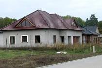 Materiál u opuštěných staveb je snadnou kořistí.