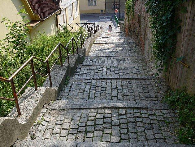 Ke Kroku vedou vHranicích schody, které nemají srovnoměrností nic společného. Dostaly trojku
