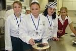Budoucí cukráři a kuchaři ze Střední školy gastronomie a služeb v Přerově se vrátili ze soutěže Gastro junior hned s několika cenami.