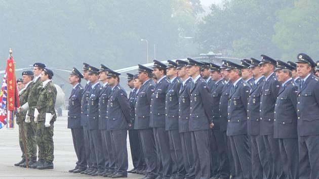Před pondělním odletem vojáků do Kosova se v Bochoři uskutečnil jejich slavnostní nástup.