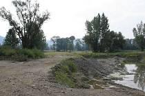 Zloděj odtěžil písek ve vojenském výcvikovém prostoru v Lipníku nad Bečvou v hodnotě asi 60 milionu korun. Způsobil tím velký ekologický problém, kteří odborníci ohodnotili až na 700 milionů korun.