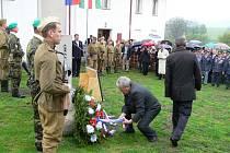 V Bělotíně uctili památku obětí druhé světové války a pohřbili ostatky dvou letců.
