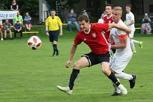 Fotbalisté Kralic (v červeném). Ilustrační foto.